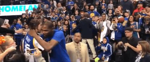 【影片】待遇大不相同!杜蘭特這次回俄城受到現場球迷歡迎-Haters-黑特籃球NBA新聞影音圖片分享社區