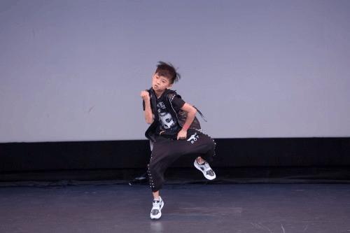 中美少儿舞蹈大赛中国选手夺得全美团体舞蹈亚军