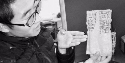 传播山西文化 小伙将新石器时代玉戚修成手机套