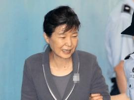 听到三星太子获刑5年:朴槿惠连喝3杯水后笑了