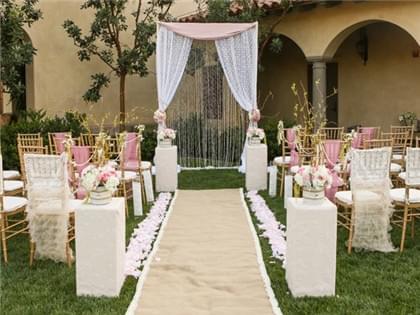 一场完美的婚礼肯定有一个完美的背景墙