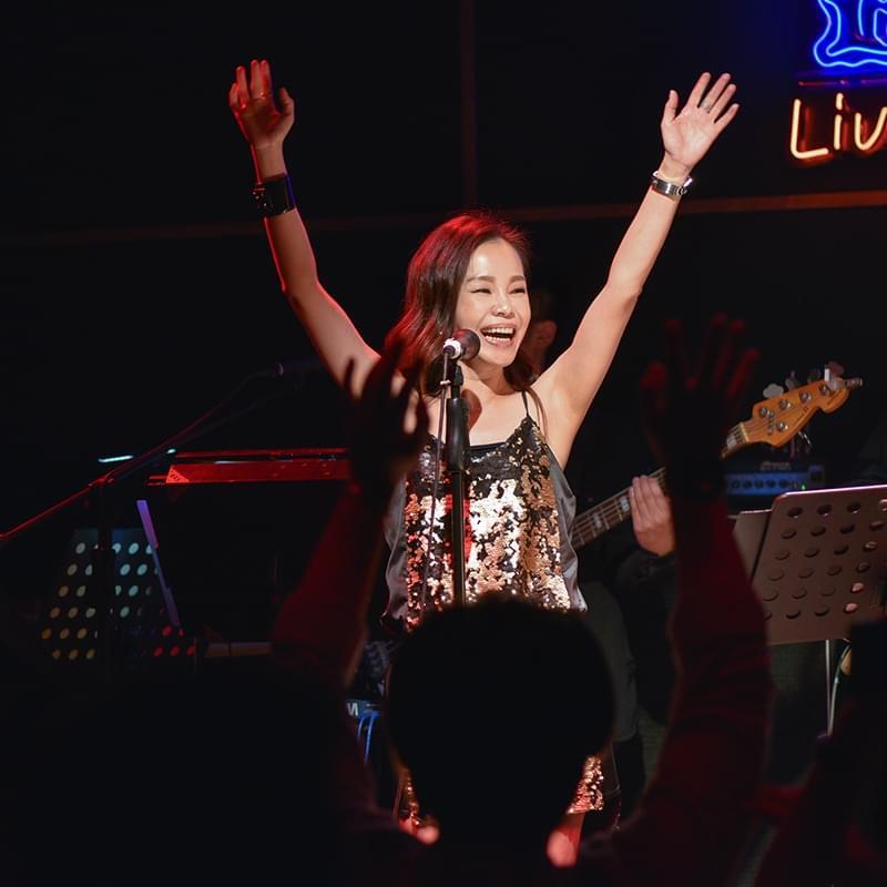 彭佳慧当完红娘做主唱 携乐队内地首唱
