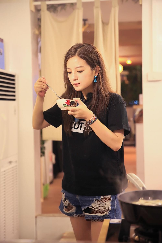 赵薇《中餐厅》弘扬中华美食 :希望外国人爱上