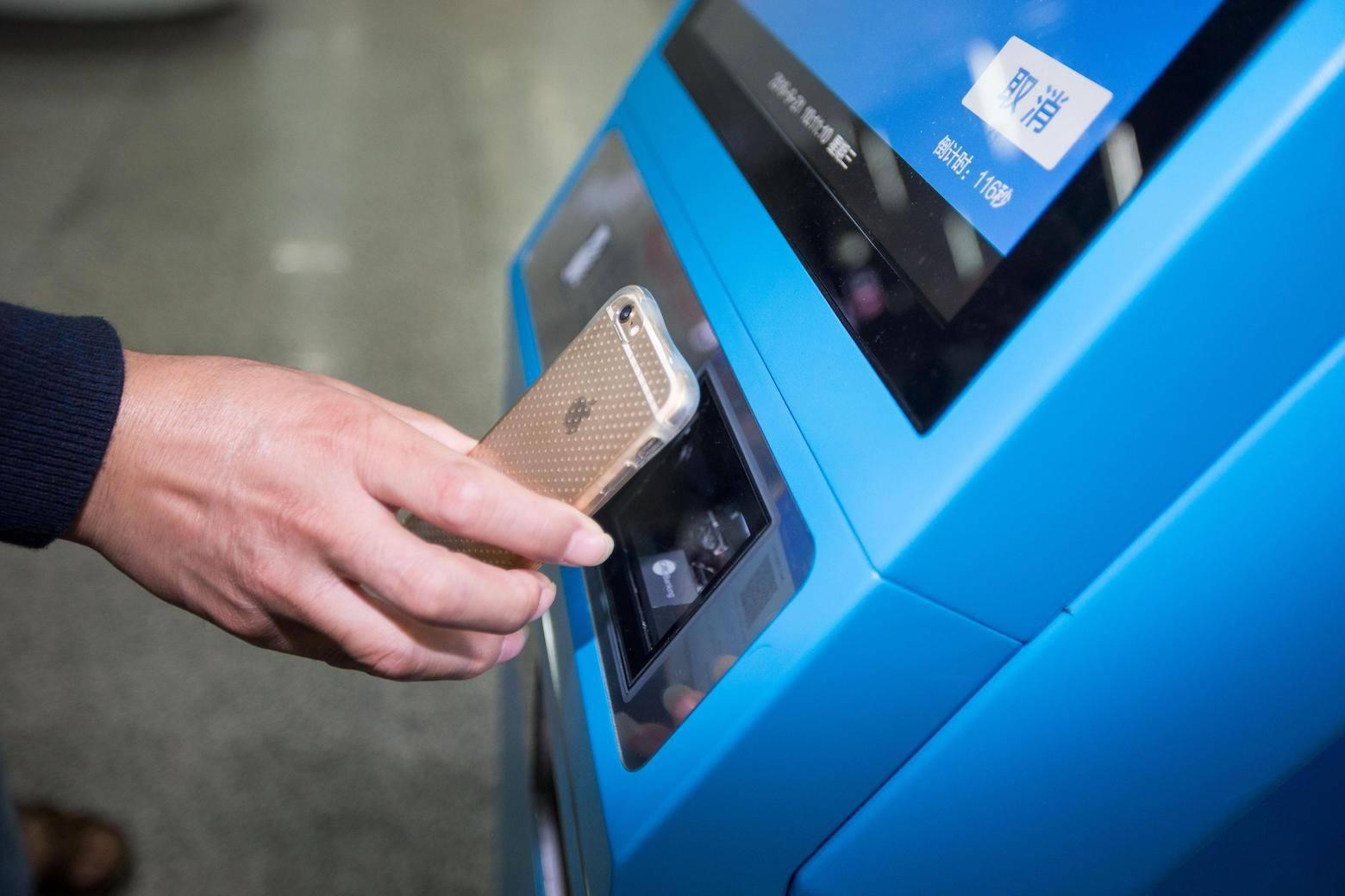 被支付宝彻底抛弃,难道NFC刷公交卡真的是要完?