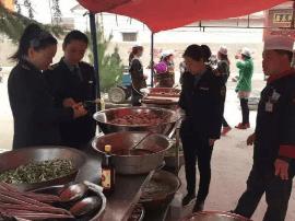 夏县裴介镇食药站 对介子推忠孝文化节聚餐全程监管