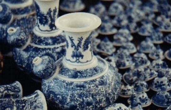考古专家越南海捞寻宝 发现五万余件珍贵瓷器