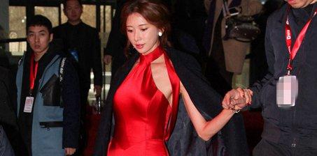 林志玲穿红裙亮相似新娘 否认婚讯传言