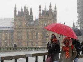 遭遇4年来最强降雪 英国普降大雪交通受阻