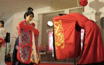 """上海传统唐制婚礼 掀""""观礼潮""""与""""定制热"""""""