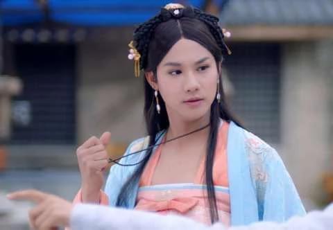 见过这么妩媚的男神么?吴京张桐女装扮相亮瞎网友