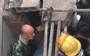 楼板坍塌村民被埋 公安消防全力施救