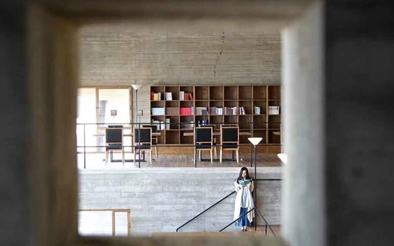 图书馆貌似遗世独存,精神上和人的关系却非常亲密。