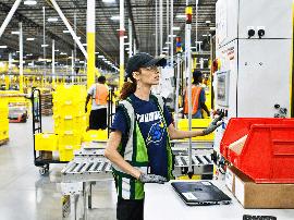 亚马逊仓库大量使用机器人,但招聘的员工却多了
