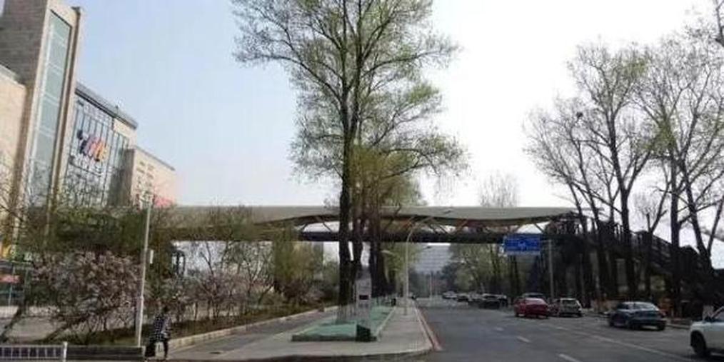 举架8米高延安大街过街天桥已经开通