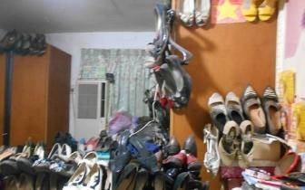 """868双""""穿过的女鞋""""挤爆房间 吓傻警员"""