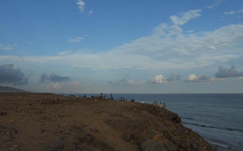 傍晚休息的时候,我们都会坐在海边,看着潮起潮落