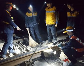 无旅客的临潼东站:12位铁路人