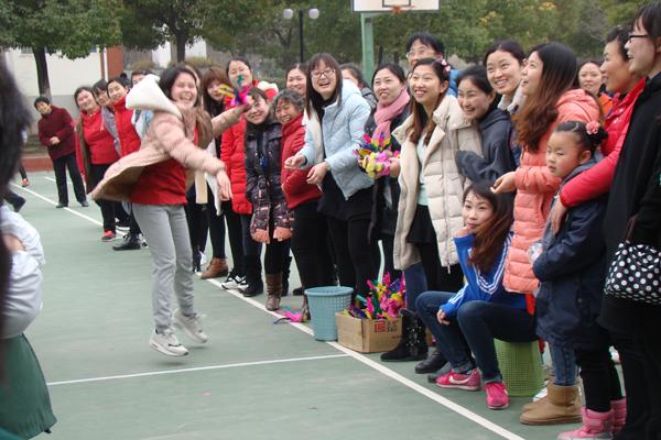 【新春走基层】省人大代表李连和带领村民卯足干劲奔小康