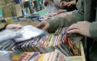 摆摊兜售540张盗版光盘 行为触犯刑法侵犯著作权