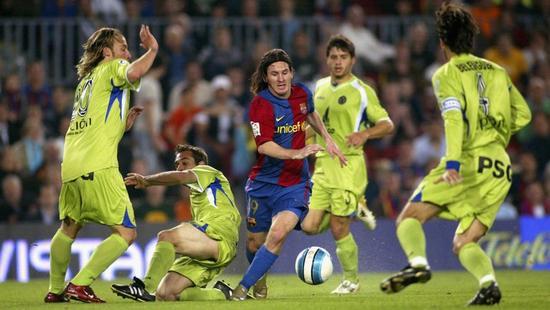 12秒突袭55米过5人11年前的今天梅西复制球王神迹