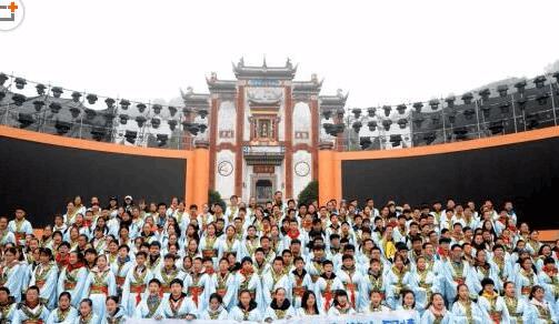 四百荆州学子开启屈原故里研学之旅