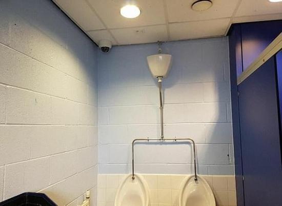 英小学在洗手间装摄像头预防校园霸凌遭家长抨击