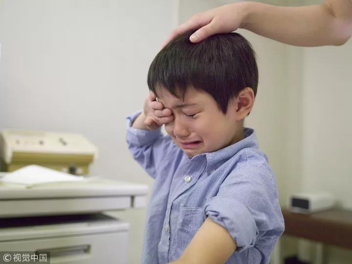父母逼儿子断腿碰瓷:被三流祸害中国孩子