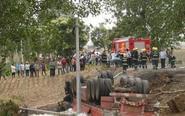 卡车司机被烧身亡 因其避让轿车导致侧翻