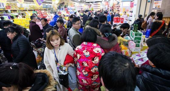 杭州超市促销 市民穿着睡衣来抢购
