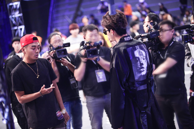 """《中国有嘻哈》首播  看吴亦凡如何应对""""奇葩选手"""""""