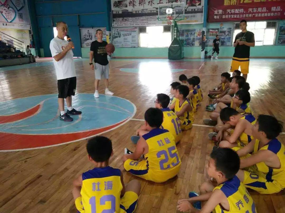年过七旬仍视青少年篮球为己任 王志国自掏腰包出书提炼口诀