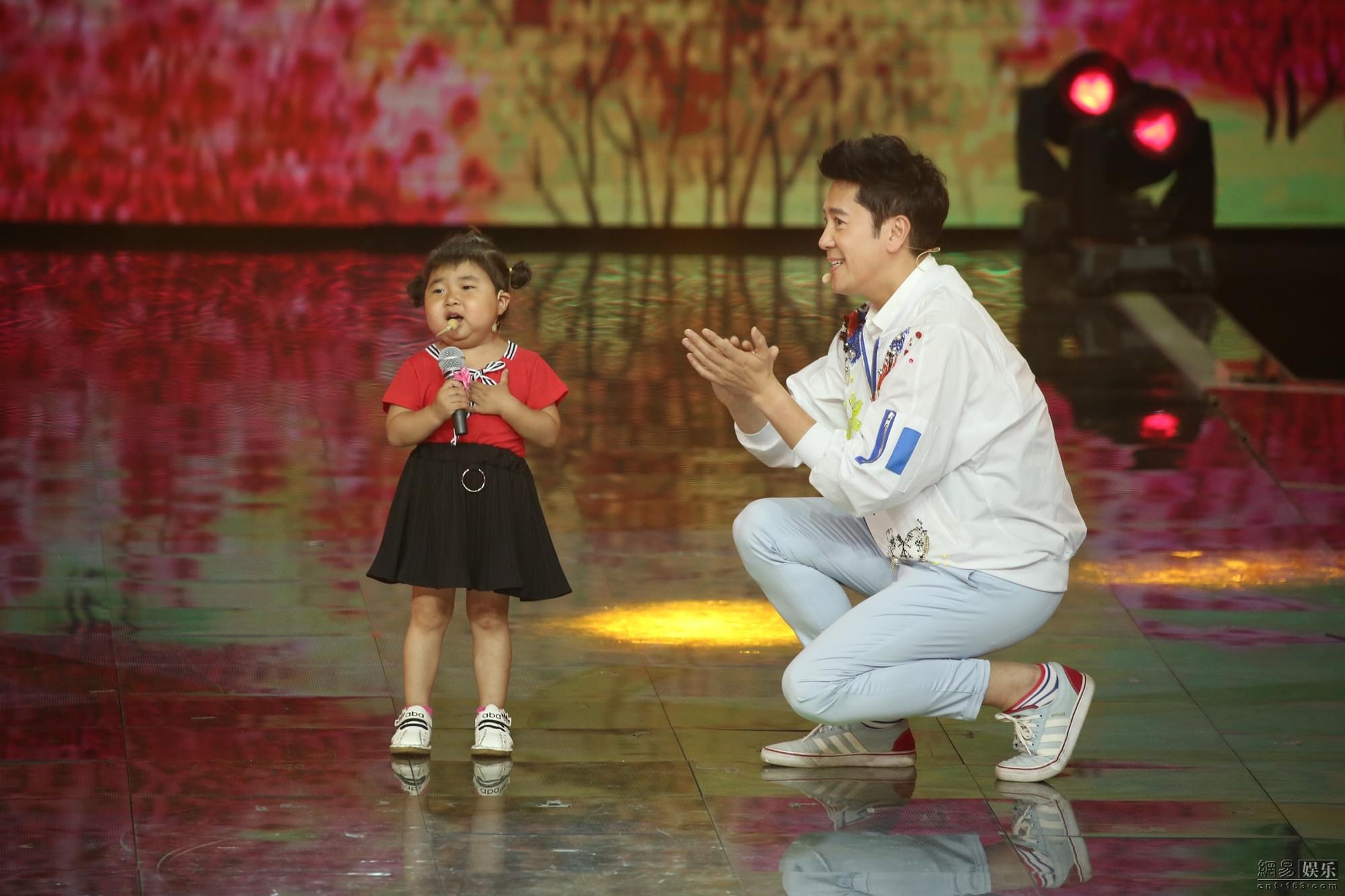 """蔡国庆多了个女儿?""""常回家看看叔叔""""变""""庆爸爸"""""""