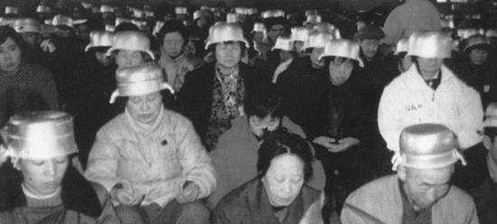 80、90年代,中国民众曾顶锅练气功,现在看啼笑皆非