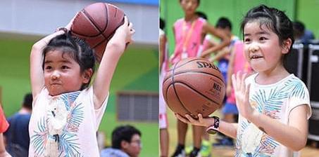 未来巨星?姚明女儿打球有模有样表情丰富