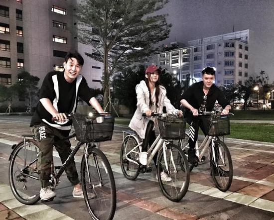 赵丽颖晒和小沈阳冯绍峰合影 三人将出演《西游记之女儿国》