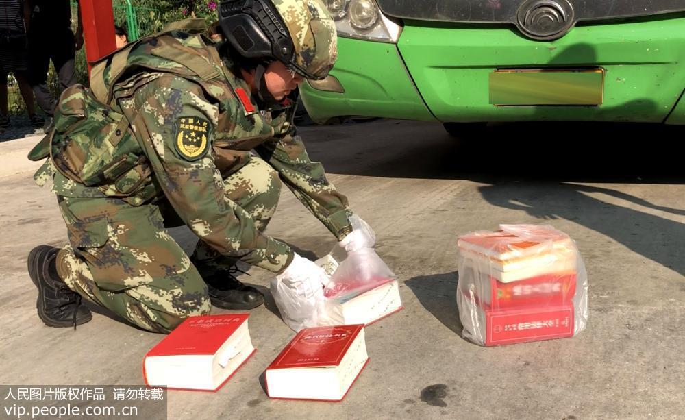 毒贩字典挖孔藏毒 90后女兵火眼识破