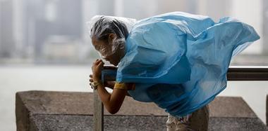 """台风""""天鸽""""袭击沿海多地 已致12人遇难"""