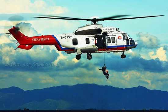 交通部救助打捞局飞行队执行搜救任务