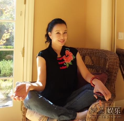 61岁刘晓庆晒家居生活照
