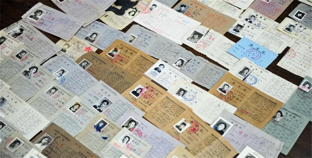 沈阳民间收藏家收藏200余张高考准考证