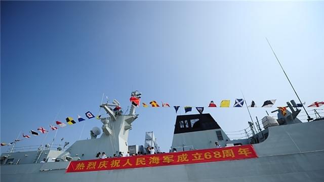 高清:舰艇开放日 三亚上千市民登舰参观
