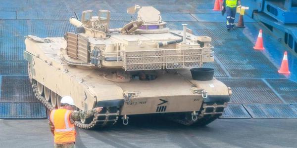 230部美陆军重型装备抵达欧洲