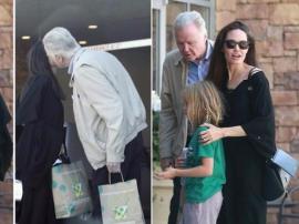 朱莉谈与父亲强沃特关系:找到了一种新的关系