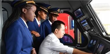 中国师傅教出肯尼亚首批女火车司机