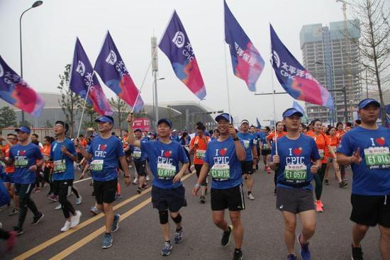 中国太保成功护航成都国际马拉松赛