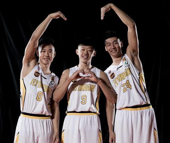 2017-18賽季是許夢君(中)生涯的第一個賽季