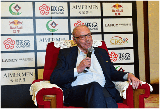 世界桥牌联合会荣誉主席乔斯?达米亚尼接受媒体采访
