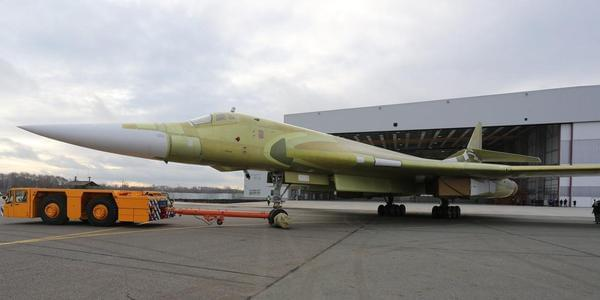 俄新一代轰炸机亮相