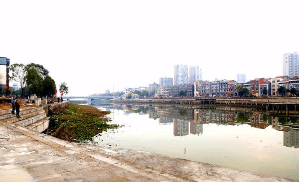 """洪湖""""一河两岸""""综合整治项目进展顺利 改善人居环境"""