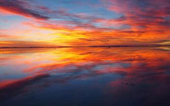 """直击: 地球上最美的景色""""天空之镜"""""""
